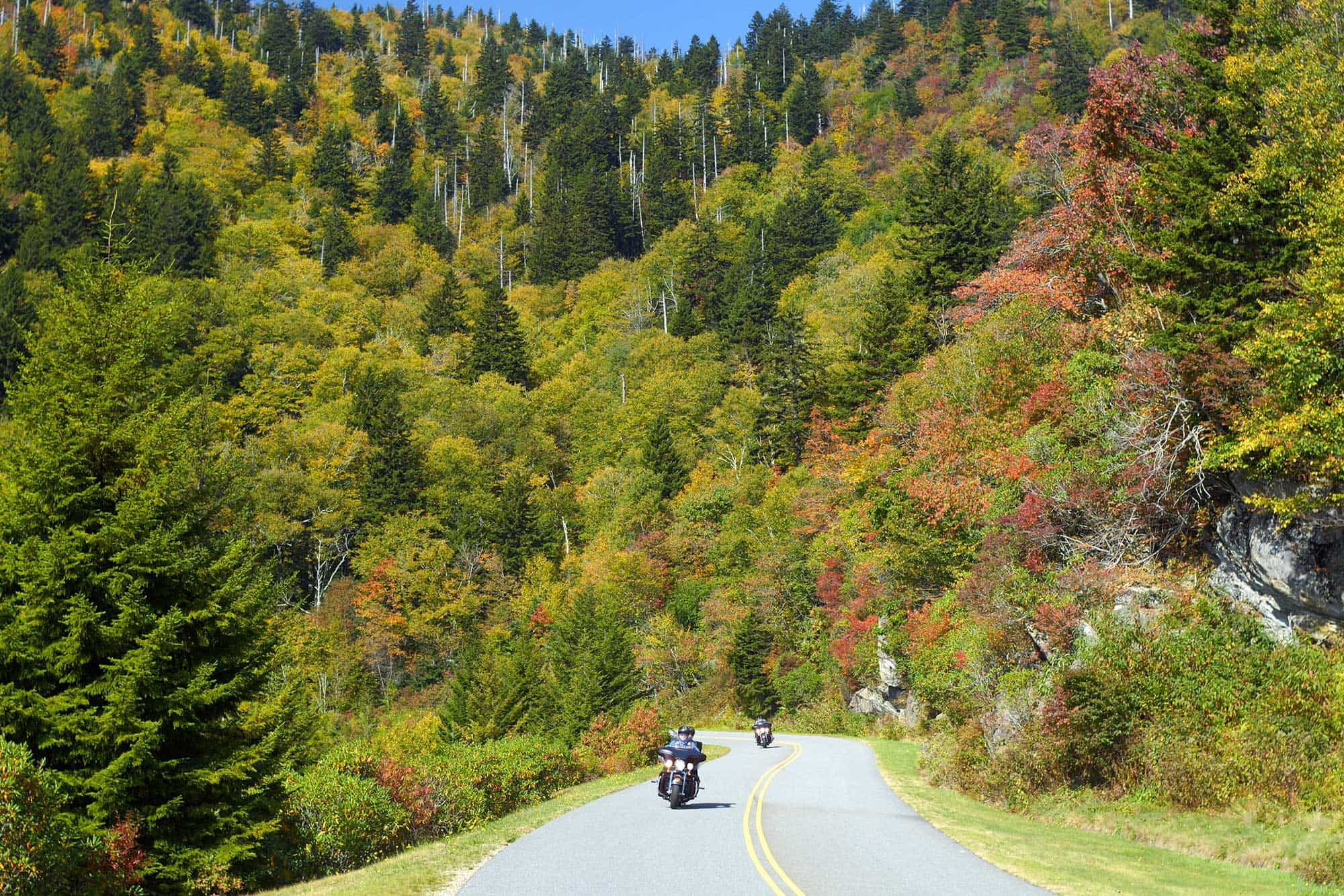 The 4 routes to discover in motorcycle this fall.